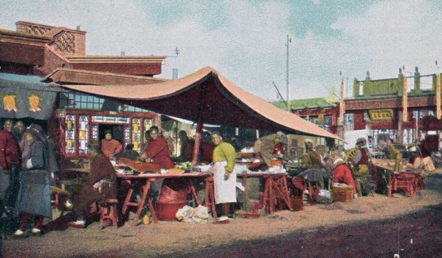 Amazing Colorized Postcards Capture Early 1900s China