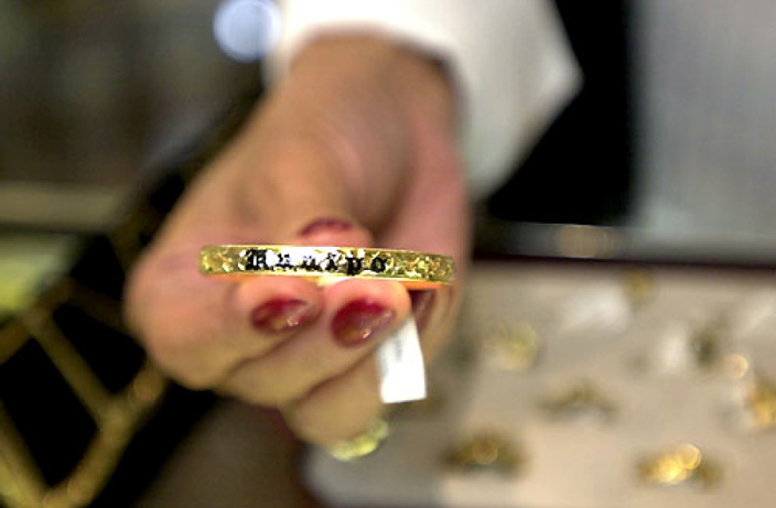 Shenzhen Tourists Forced To Jewelry In Hong Kong