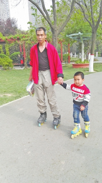 201604/father-son-rollerblading-journey-across-china.jpg