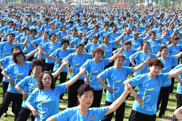 30,000 Chinese Grannies Set Square Dancing World Record