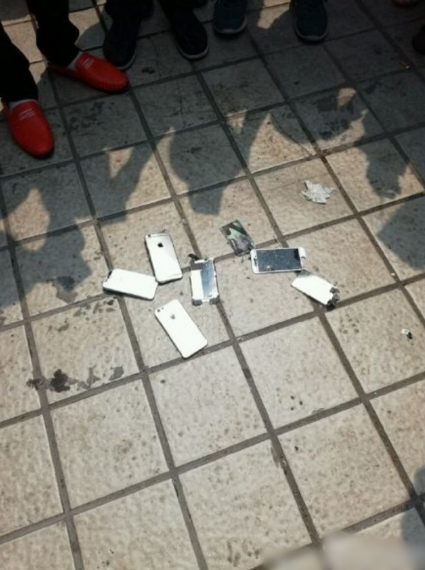 Users protest South China Sea ruling by smashing iPhones
