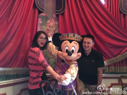 Fu Yuanhui Spotted at Shanghai Disneyland After Olympics
