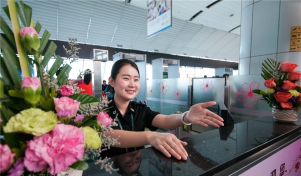 female-security-checkpoint-baiyun-airport