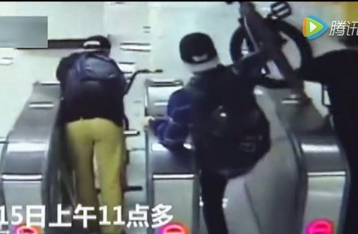 Three Expats Caught Fare Dodging and Taking Bikes on the Shanghai Metro