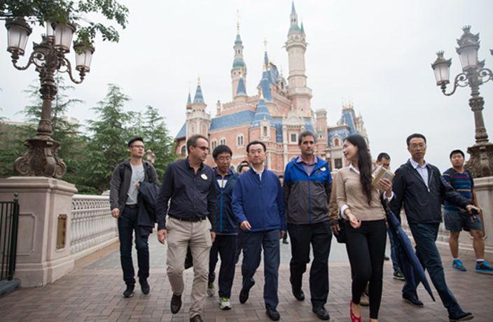 PHOTOS: Wanda Boss Wang Jianlin Visits Disneyland Shanghai