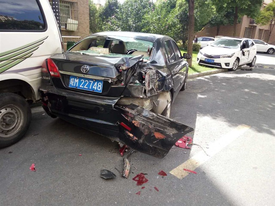 Drunk Driver Hits 17 Parked Cars in Shanghai