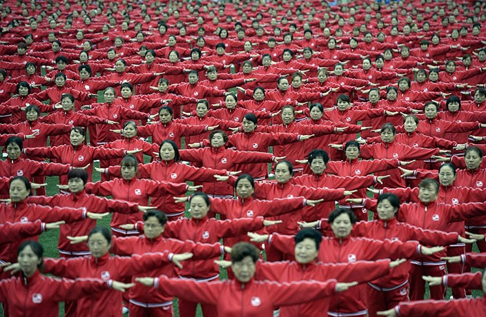 50,000 Grannies Set World Record for Square Dancing Across China
