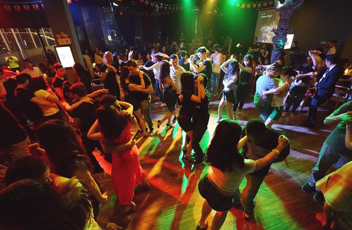 guangzhou 39 s salsa cubana club turns 4 that s guangzhou. Black Bedroom Furniture Sets. Home Design Ideas