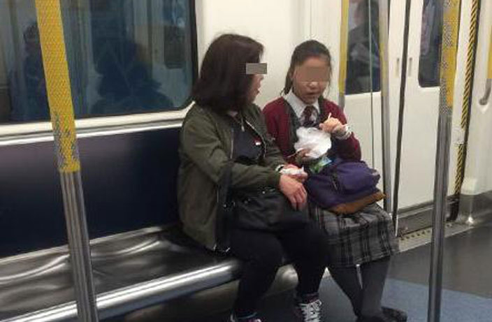 Woman Clears Subway Car with Stinky Food in Shenzhen