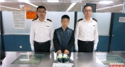 Smuggler with 1,000 Diamonds in His Shoes Caught at Shenzhen Border