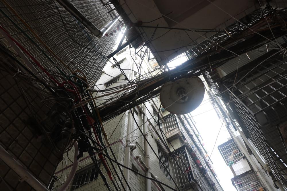 Baishizhou-Village-wires.JPG