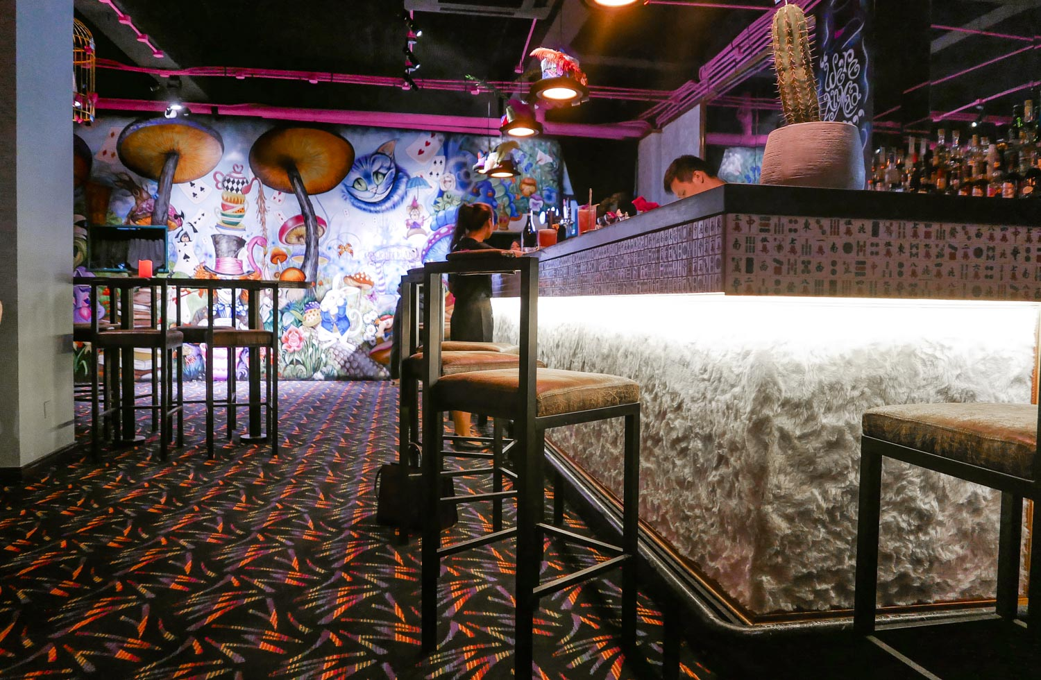 Bar Review Wonderland That S Shanghai