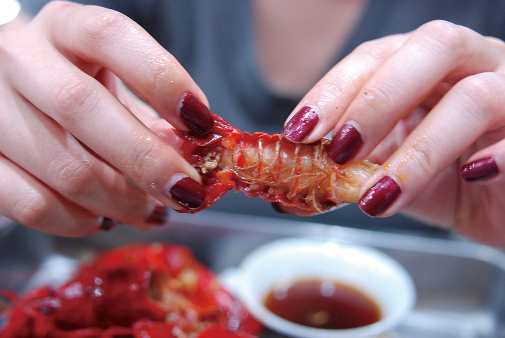 How to Properly Eat Xiaolongxia, Shanghai's Favorite Crayfish
