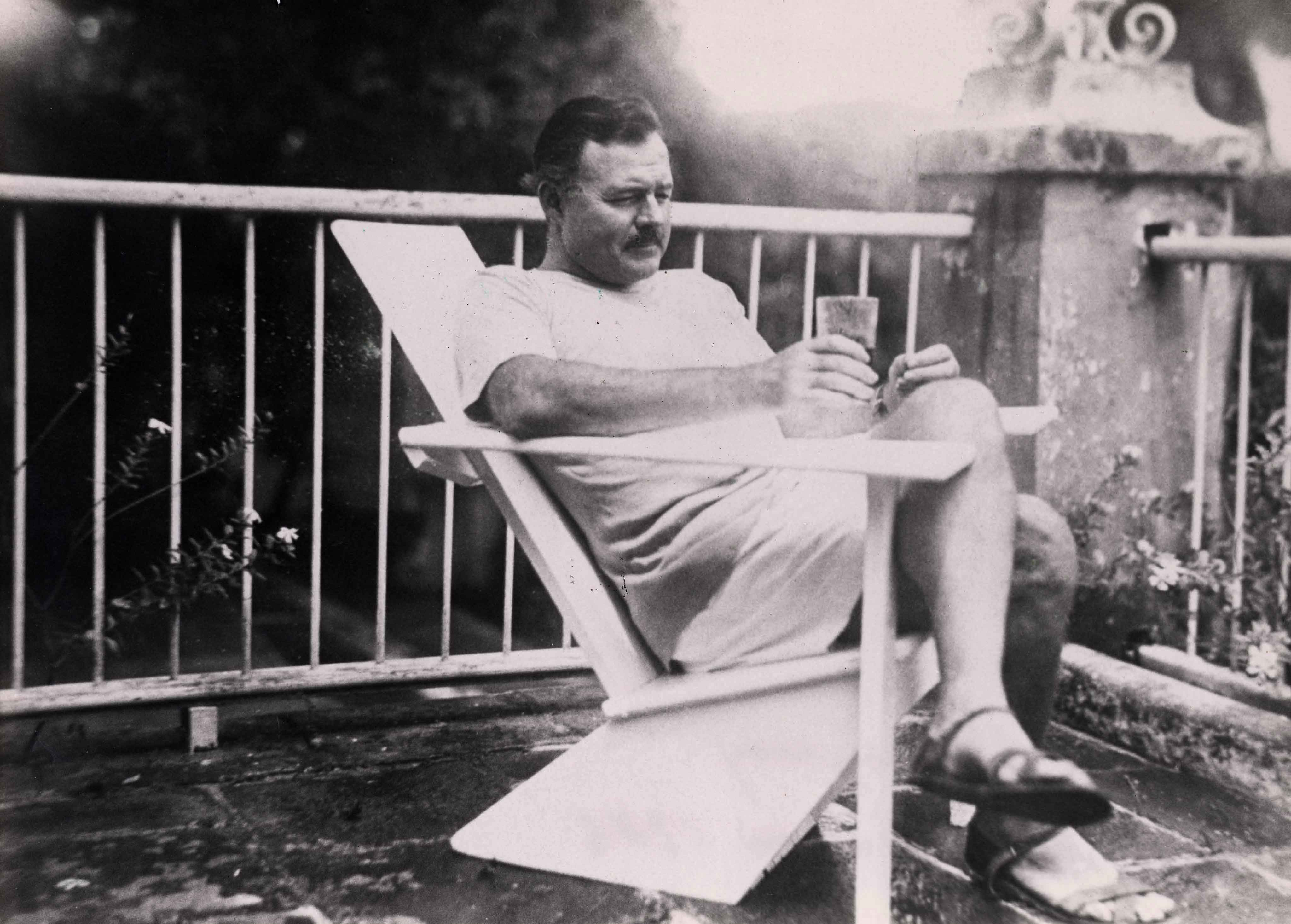 Ernest hemingway 39 s guide to tense haunting hangovers for Cocktail hemingway