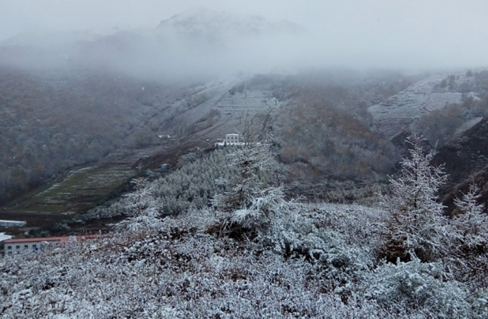 Unseasonably Cold Weather Brings Snow to Beijing's Mountains