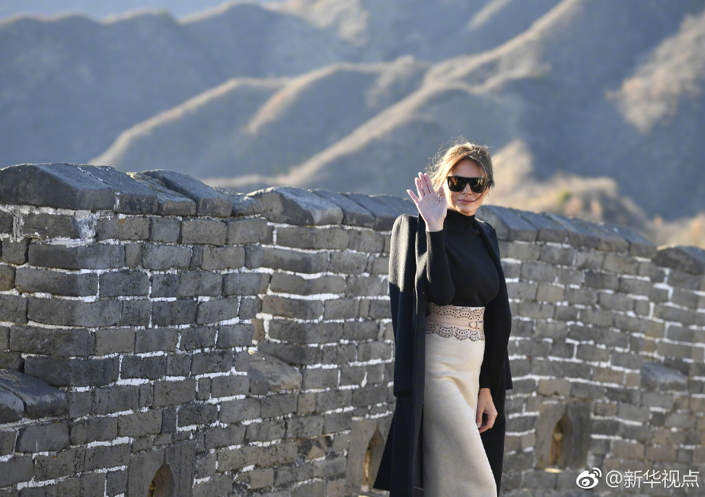 PHOTOS: Melania Trump Visits Great Wall, Jared Kushner Stops by Silk Market