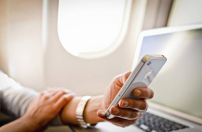 You Can Now Use Your Phone During Flights on Chinese Airlines