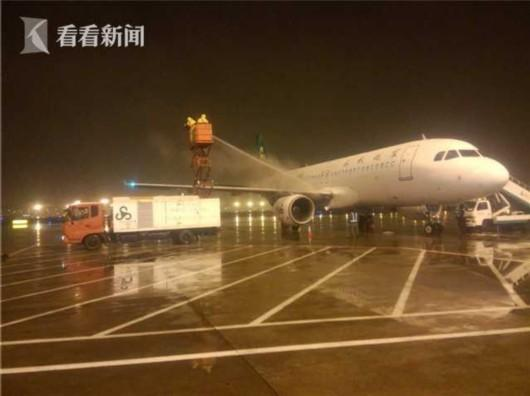 Flights Delayed, Trains Canceled as Snow Wreaks Havoc in Shanghai