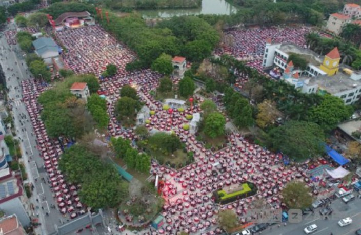 40,000 Diners Set Record for Mass Banquet in South China
