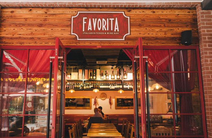 ​Enjoy Italian Food & Wine While Dining Al Fresco at Favorita