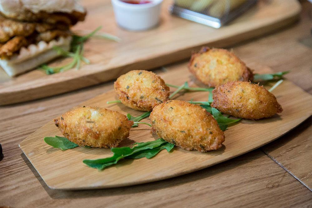 Restaurante-Escada---cod-cakes-macao-street-food.jpg