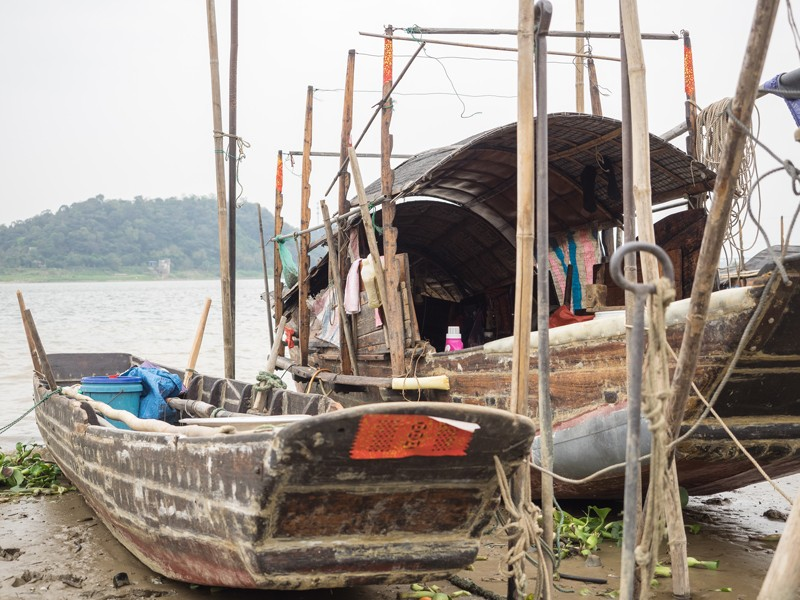 Shuishang-Village-boats-hauled-up-on-the-mud.jpg