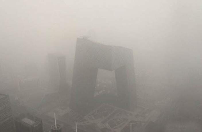 PHOTOS: Airpocalypse Returns to Beijing as City Experiences Heavy Smog