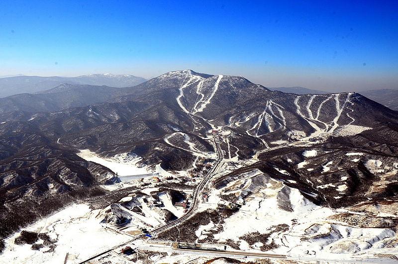 800px-Sun_Mountain_Yabuli.jpg