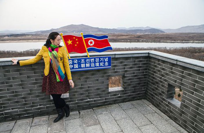 120 Chinese Tourists Cross Frozen River to North Korea to Celebrate New Year