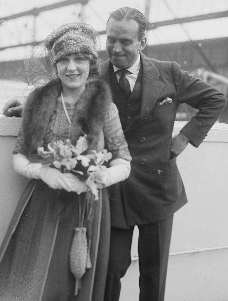 201902/rsz_douglas_fairbanks_-_pickford.jpg