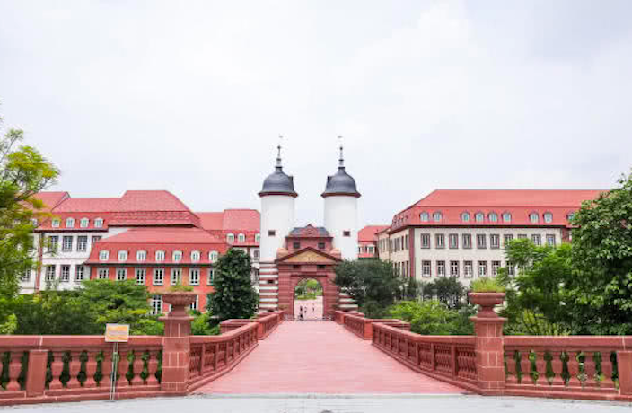 Huawei's Dongguan Campus Replicates 12 European Cities