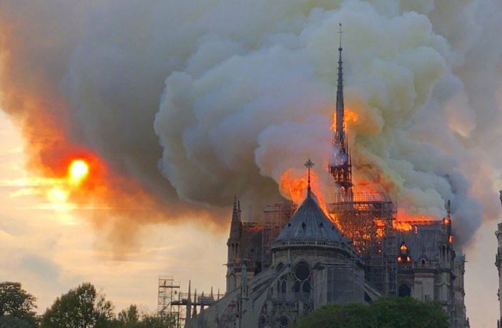 Chinese Netizens React to Tragic Fire at Notre Dame Cathedral