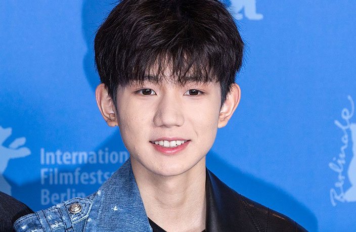TFBoy Roy Wang Busted Smoking in Beijing Sushi Restaurant