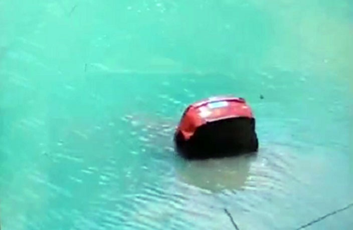 1 Dead as Car Plunges from Cliff into Popular Guangzhou Swimming Hole