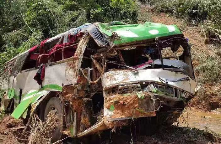 Bus Crash in Laos Leaves 13 Chinese Tourists Dead