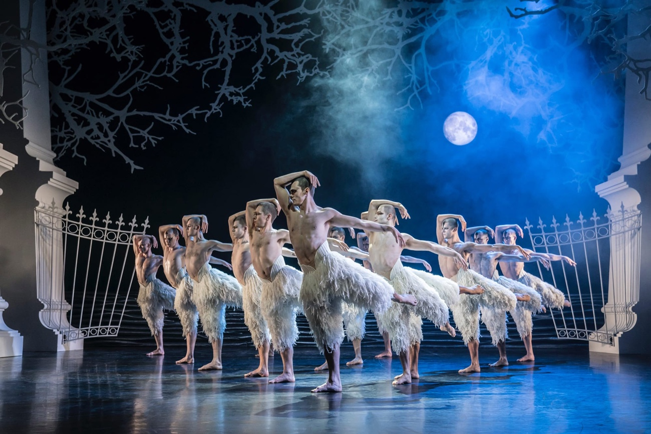 matthew-bourne-s-swan-lake.jpg