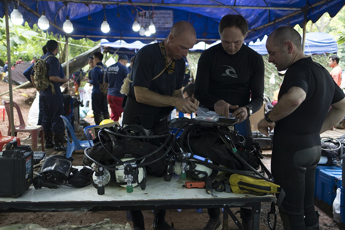 Cave_rescue_divers_prepare_dive_equipment_at_Tham_Luang_cave.jpg