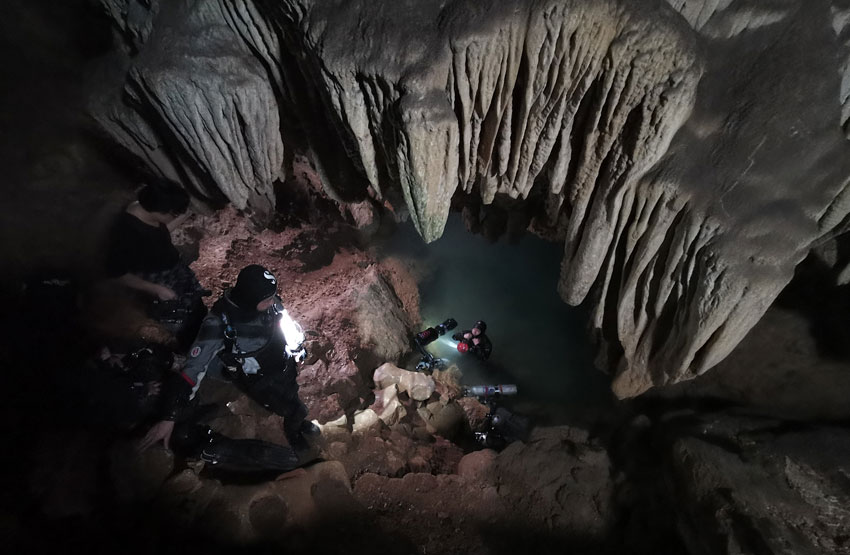 cave-diving-china-14.jpg
