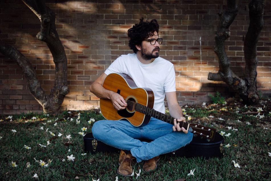 New Zealand Folk Singer Luke Thompson is Headed to Shanghai