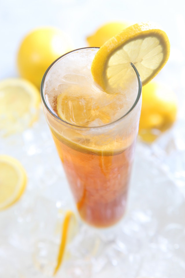 201911/cold-drinks-served-on-clear-highball-glass-with-lemon-40594.jpg