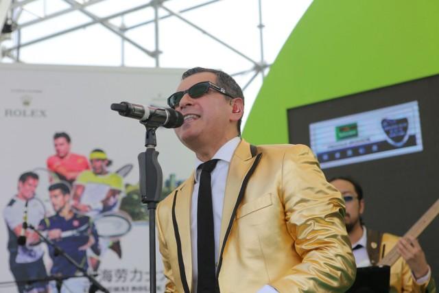El-Ray-in-Gold-jacket.jpg