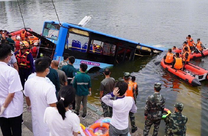 Guizhou Bus Crashes into Reservoir, 21 Confirmed Dead