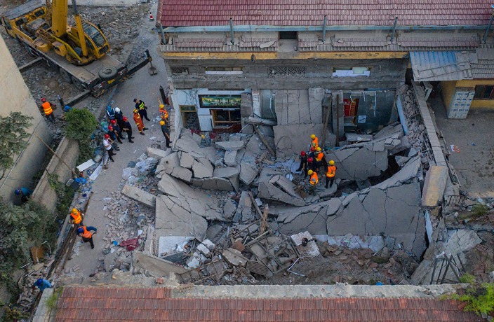 29 Dead After Restaurant Collapses in North China