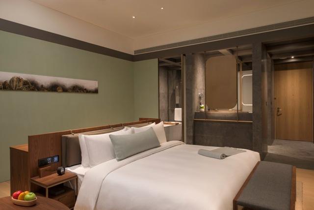 Executive-room-Island-bed-.jpg