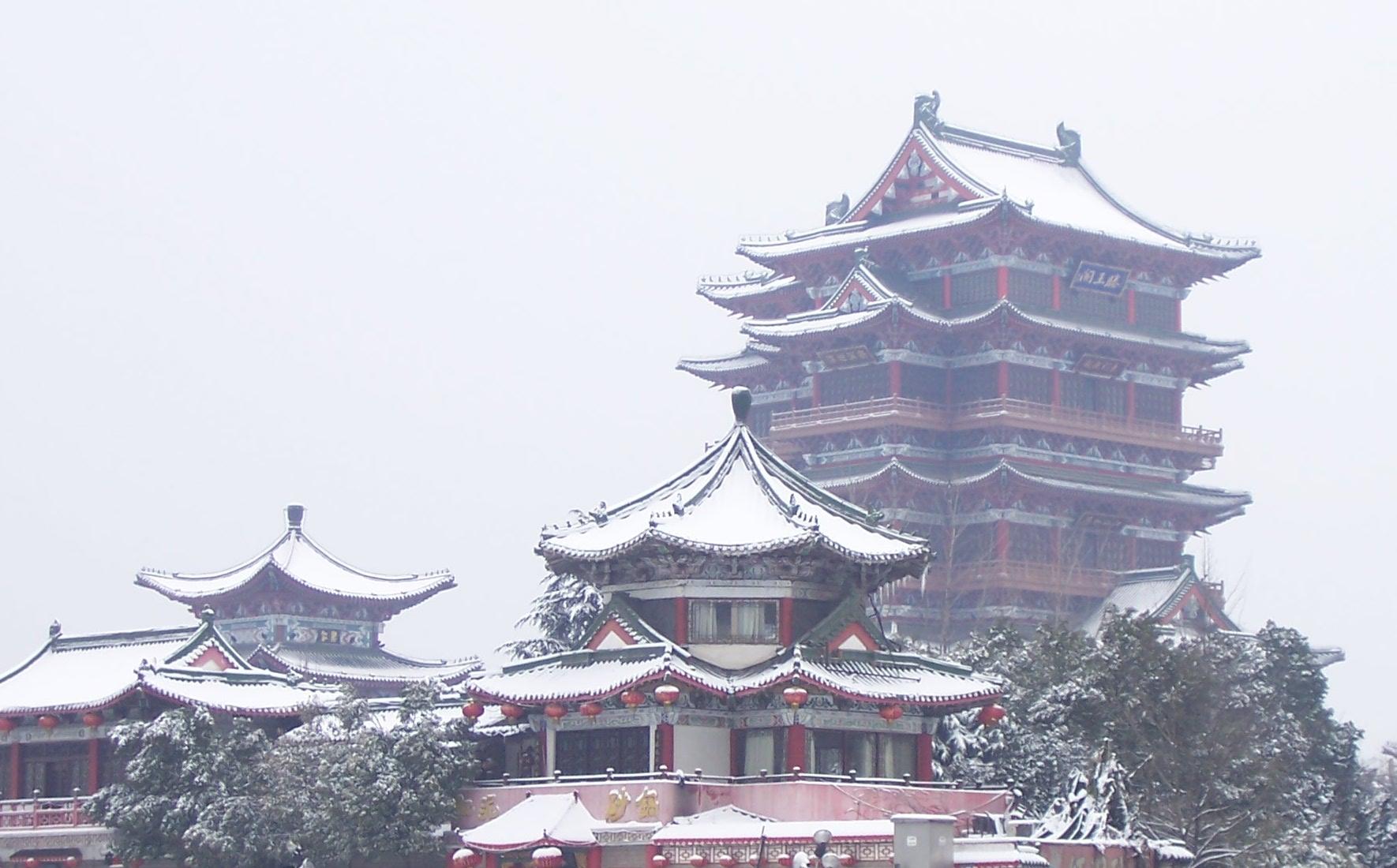 Pavilion_of_Prince_Teng-_Nanchang-_Jiangxi-_China-_in_the_snow_-_20080202.jpg