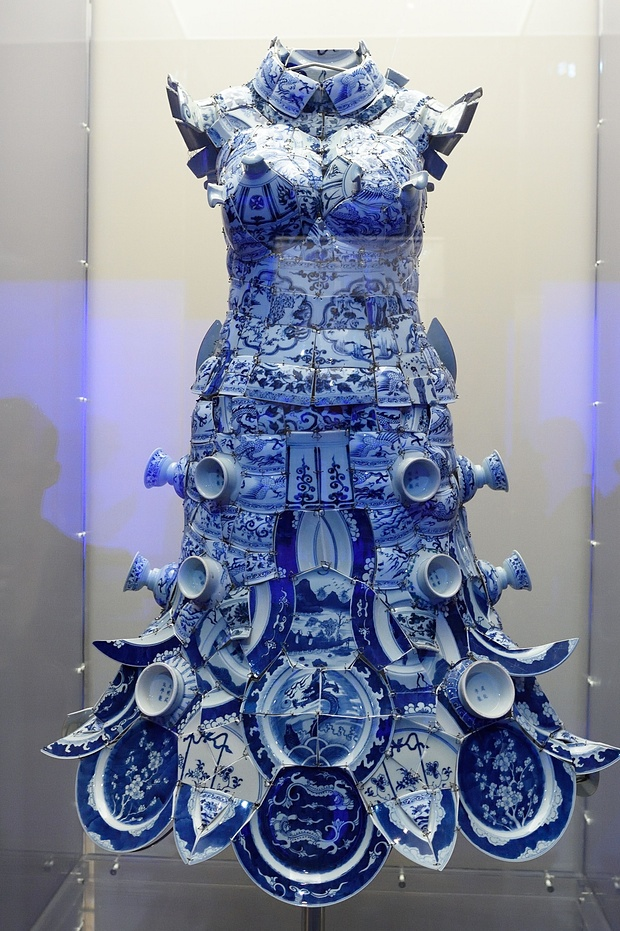 Photos the met s blockbuster china show breaks visitor for Metropolitan museum of art exhibitions