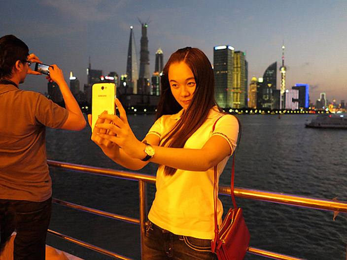 Smartphones buoy Chinese economy, ruin relationships