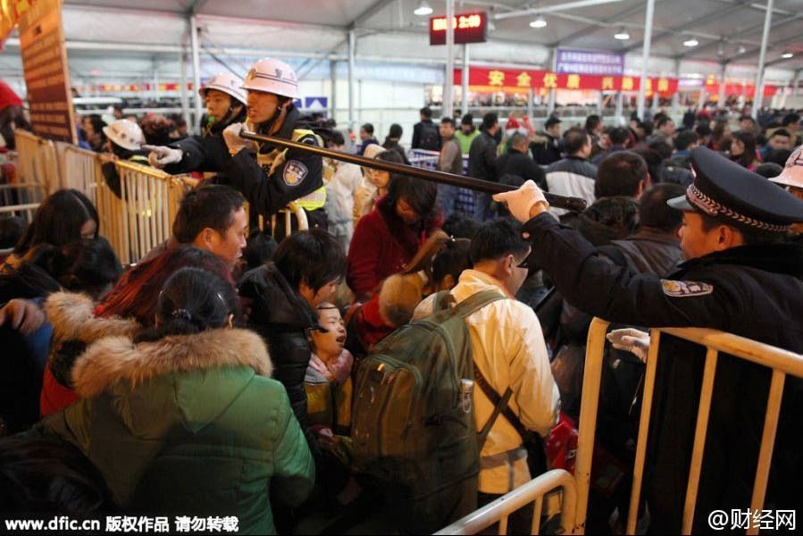 Mayhem-at-the-GZ-train-station-5.jpg