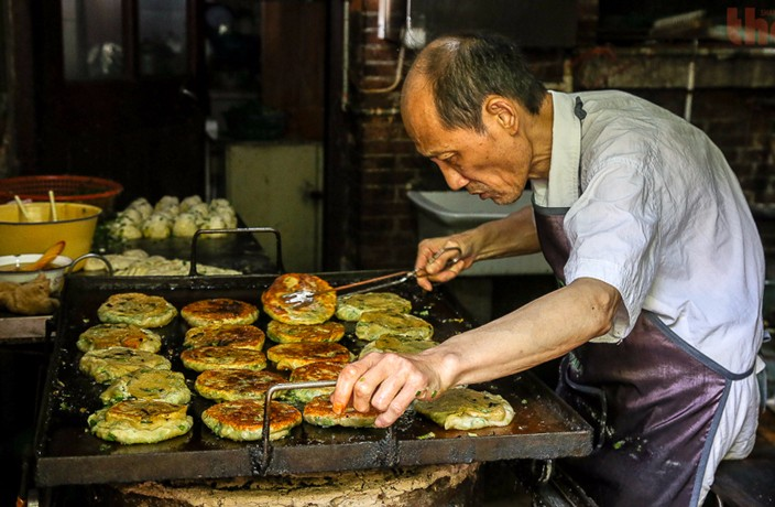 Shanghai's Iconic A Da Scallion Pancakes Forced to Shut to Renew License