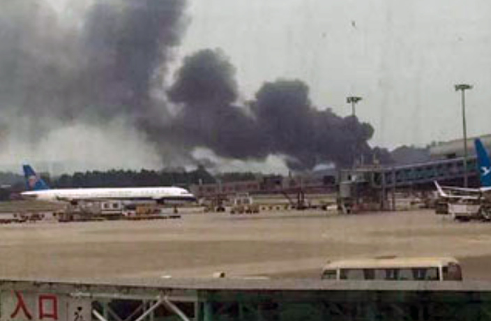 Factory Fire Causes Panic at Guangzhou's Baiyun Airport